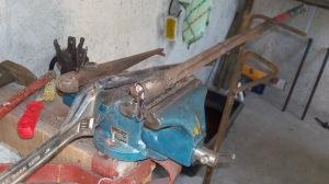 Twisting bracket in vise